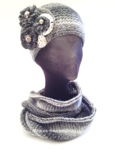Completo in morbida lana lavorato a mano, cappello spilla e scalda collo in varie sfumature del grigio. https://www.etsy.com/it/listing/211121183/scalda-collo-lavorato-a-maglia-sfumature?ref=listing-shop-header-2