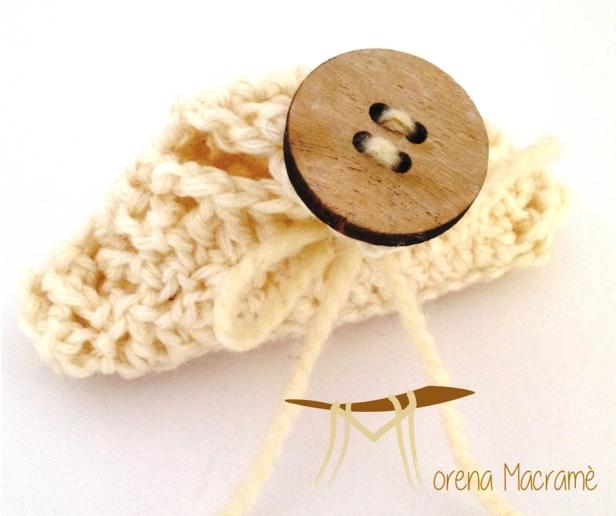 borsetta-sapone-con-bottone-legno